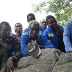 Im Dorf Mudimeli ist die Opposition gegen die Mine sehr gross. die Anwohnerinnen und Anwohner befürchten insbesondere Wasserverschmutzung und gesundheitlichen Belastungen durch den Kohlestaub. Benchmarks Foundation hilft ihnen, sich bei Coal of Africa im fernen Johannesburg Gehör zu verschaffen. ©Brot für alle/Daniel Tillmanns