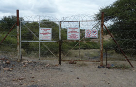Zaun bei einer Vitol-Mine