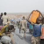 Arbeit und Verzweiflung: Alltag in der Goldmine Alga in Burkina Faso. (Foto: Meinrad Schade/Fastenopfer)