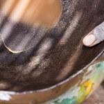 Frisch gewaschenes Gold in der Mine Alga in Burkina Faso. (Foto: Meinrad Schade/Fastenopfer)