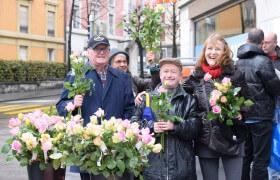 Vendeurs de roses à Lausanne en 2016.