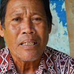 Pak Timba aus Belatung in West-Kalimantan kämpft sehr engagiert gegen die Palmölfirmen. «Ich würde meine Unterschrift nicht geben, auch wenn die Mehrheit der Dorfbewohner für einen Verkauf von Land wäre.» ©Brot für alle / François de Sury