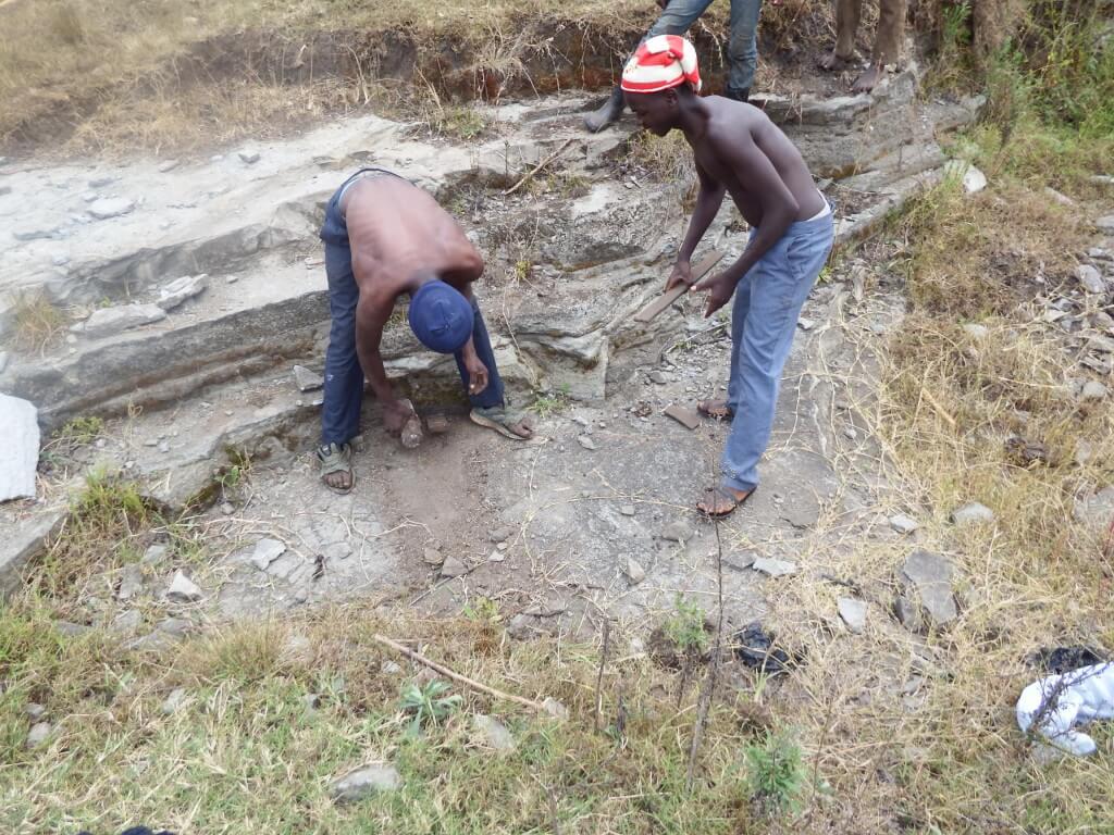 Zwei Junge Männer arbeiten in einer Mine