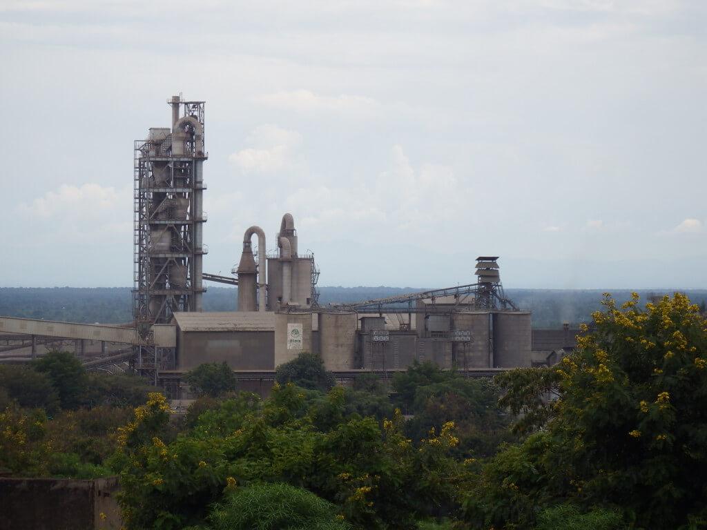 Blick auf eine Fabrik.
