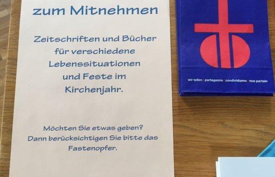 Büchertisch_a